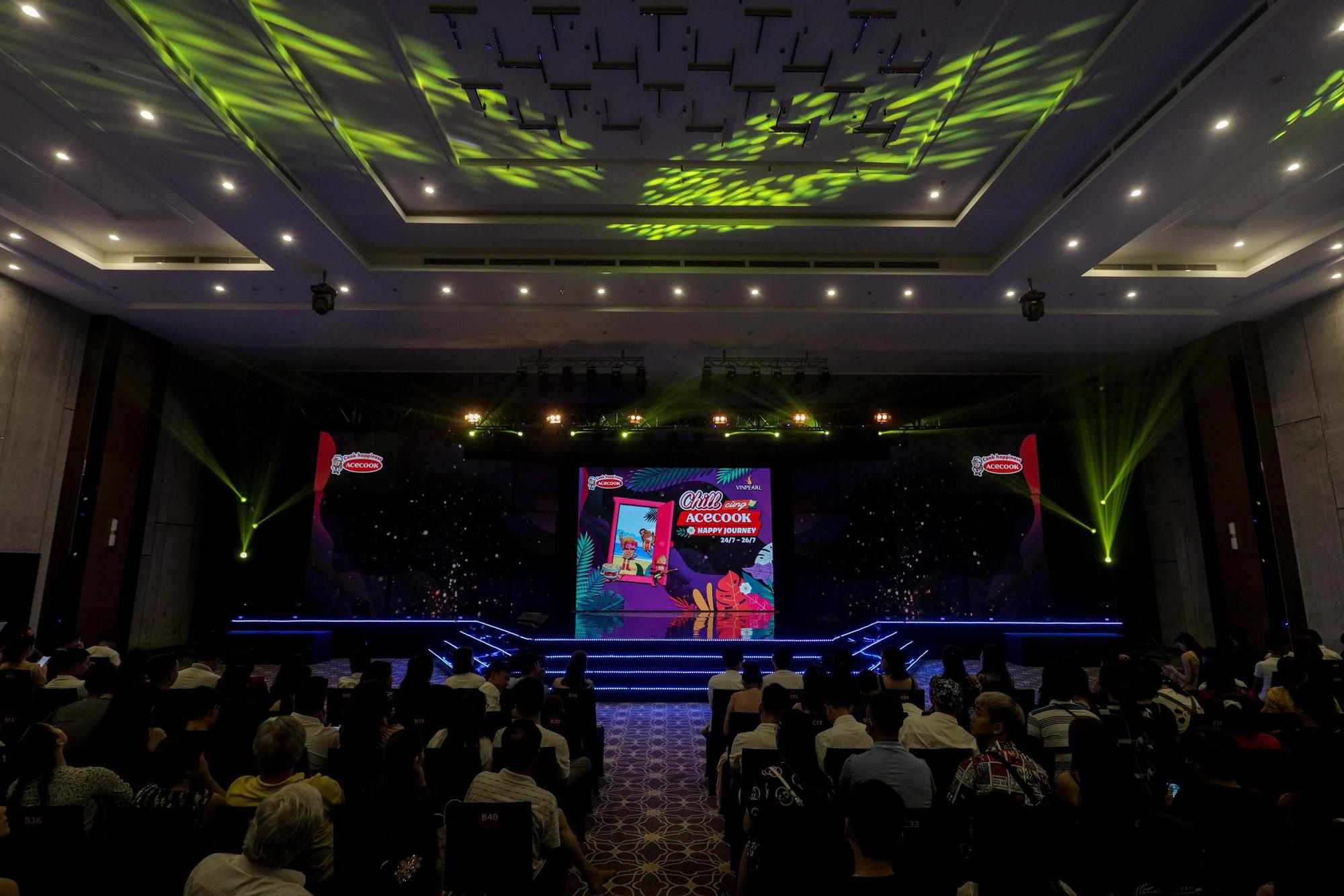 Loạt ảnh mới nhất xinh lung linh của Đông Nhi, Noo Phước Thịnh khiến khán giả trầm trồ trong đêm Gala Secret Concert – Chill Cùng Acecook - Ảnh 1.