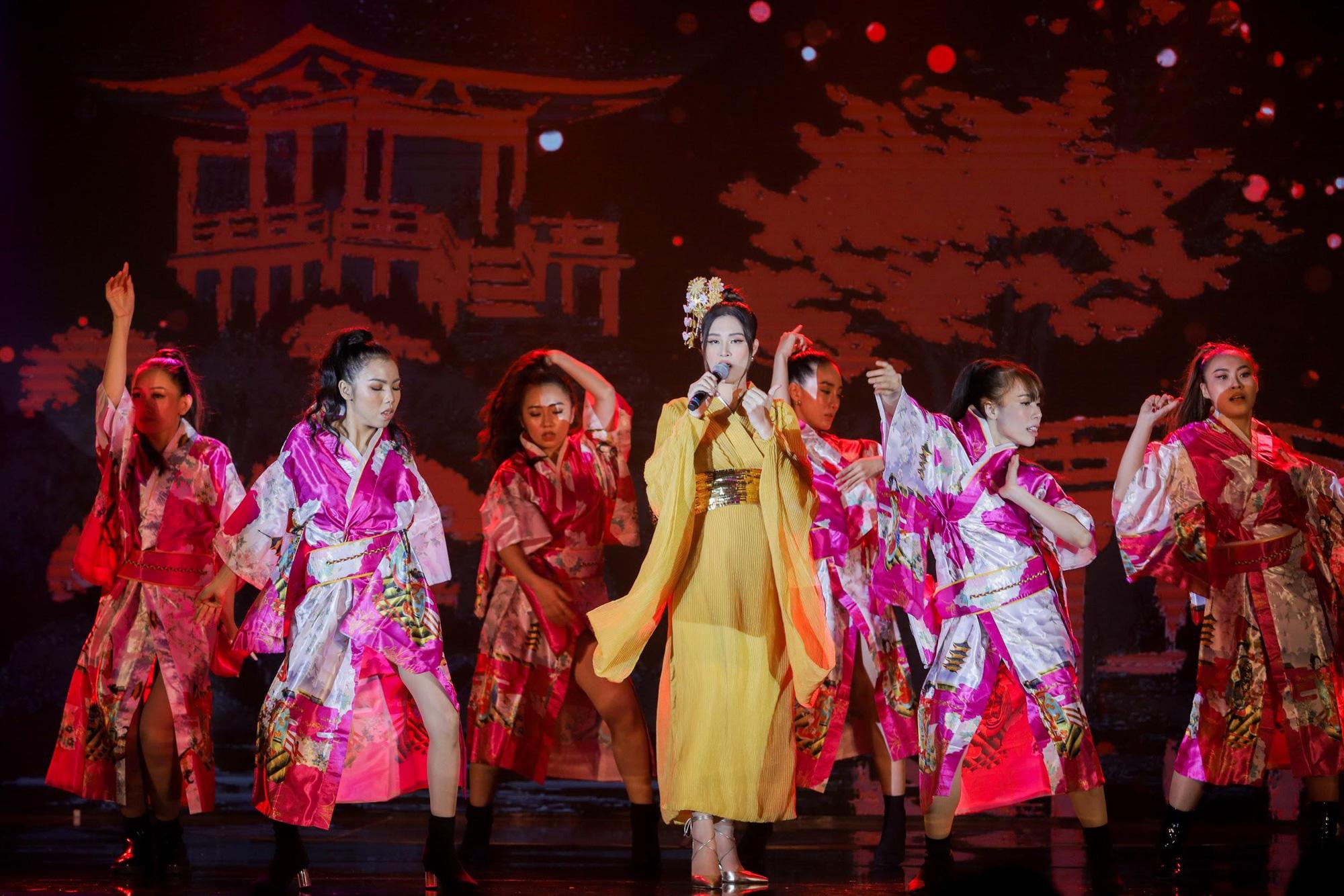 Loạt ảnh mới nhất xinh lung linh của Đông Nhi, Noo Phước Thịnh khiến khán giả trầm trồ trong đêm Gala Secret Concert – Chill Cùng Acecook - Ảnh 3.