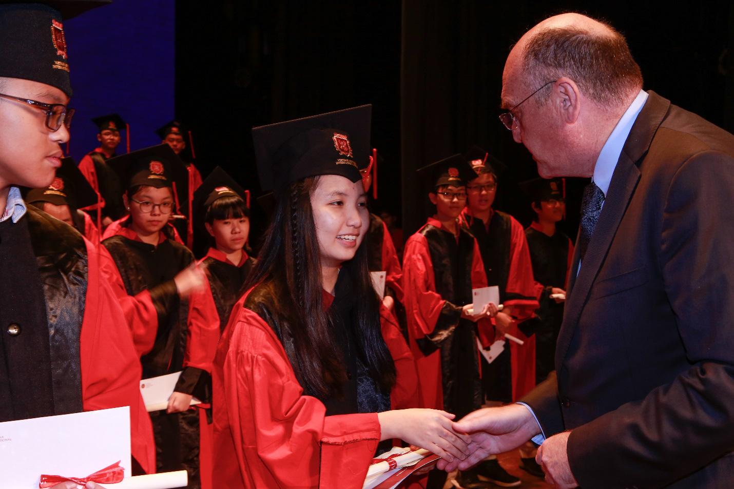 Chương trình quốc tế toàn phần Cambridge tại VAS và những điểm khác biệt - Ảnh 1.