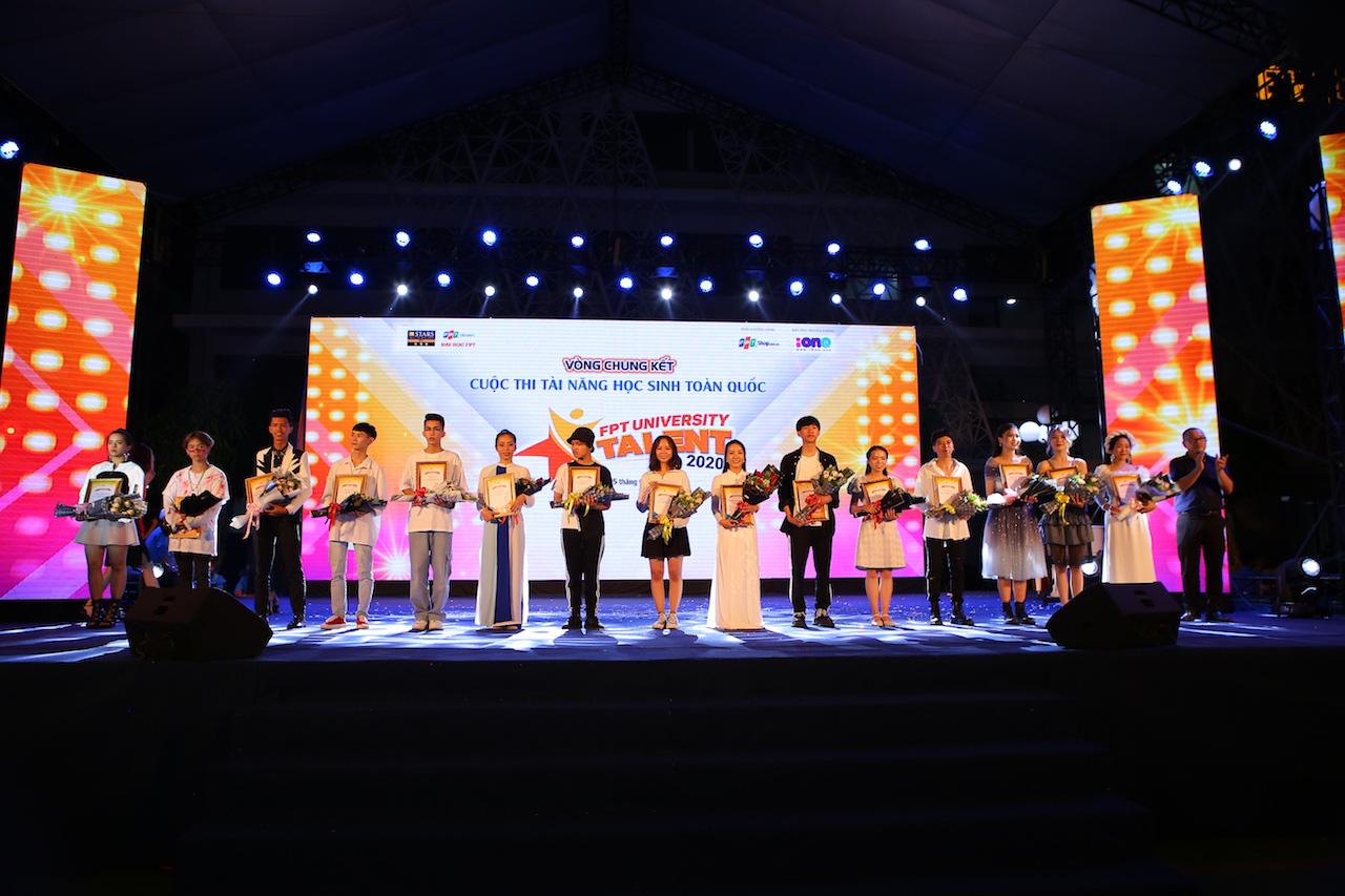 Mất chưa đến 5 phút đàn hát, nam sinh Quảng Bình chinh phục học bổng hàng trăm triệu đồng của ĐH FPT - Ảnh 1.