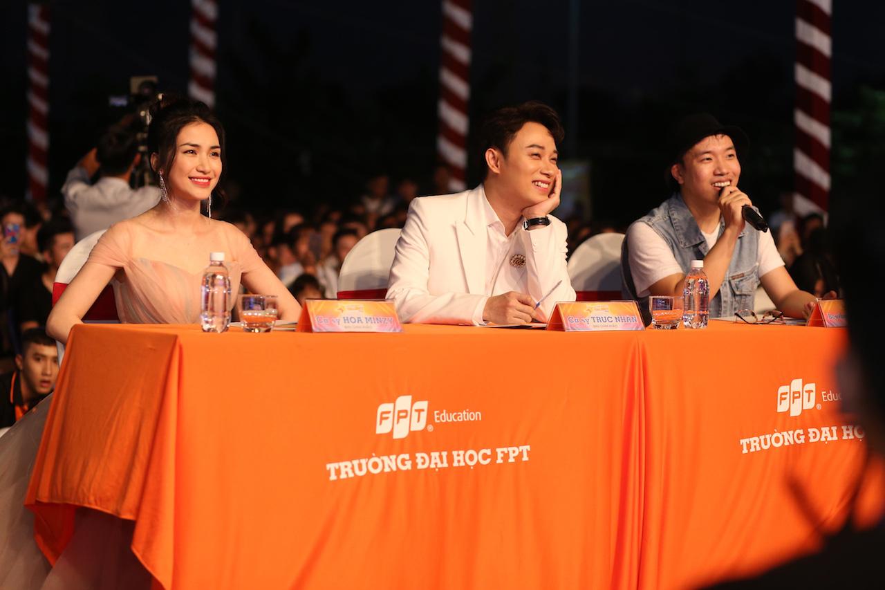 Mất chưa đến 5 phút đàn hát, nam sinh Quảng Bình chinh phục học bổng hàng trăm triệu đồng của ĐH FPT - Ảnh 2.