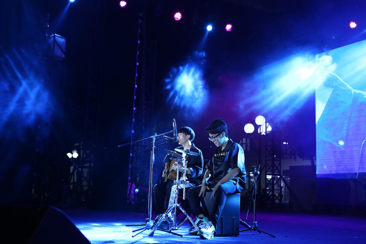 Mất chưa đến 5 phút đàn hát, nam sinh Quảng Bình chinh phục học bổng hàng trăm triệu đồng của ĐH FPT - Ảnh 4.