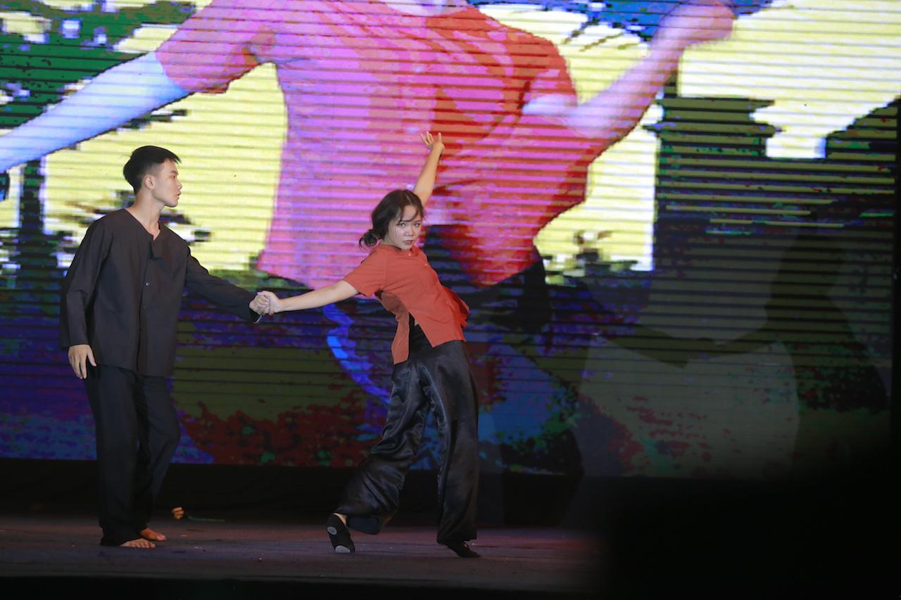 Mất chưa đến 5 phút đàn hát, nam sinh Quảng Bình chinh phục học bổng hàng trăm triệu đồng của ĐH FPT - Ảnh 5.