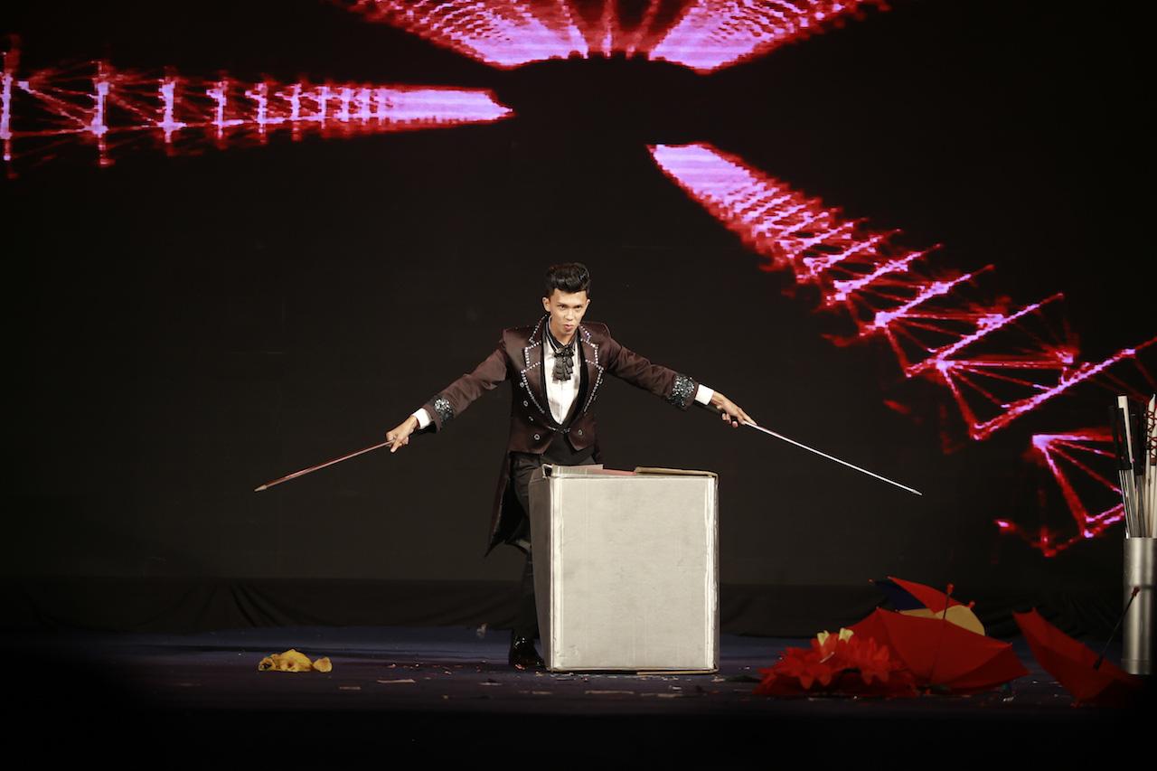 Mất chưa đến 5 phút đàn hát, nam sinh Quảng Bình chinh phục học bổng hàng trăm triệu đồng của ĐH FPT - Ảnh 6.