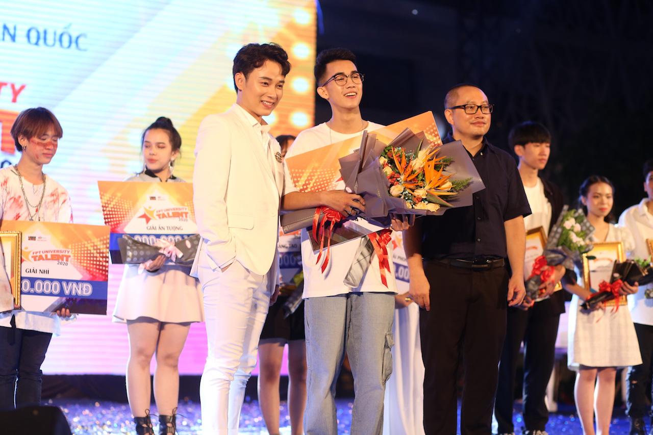 Mất chưa đến 5 phút đàn hát, nam sinh Quảng Bình chinh phục học bổng hàng trăm triệu đồng của ĐH FPT - Ảnh 10.