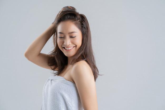 5 hành động khiến tóc bị gãy rụng thấy thương, khiến chị em lăn tăn mỗi ngày - Ảnh 4.