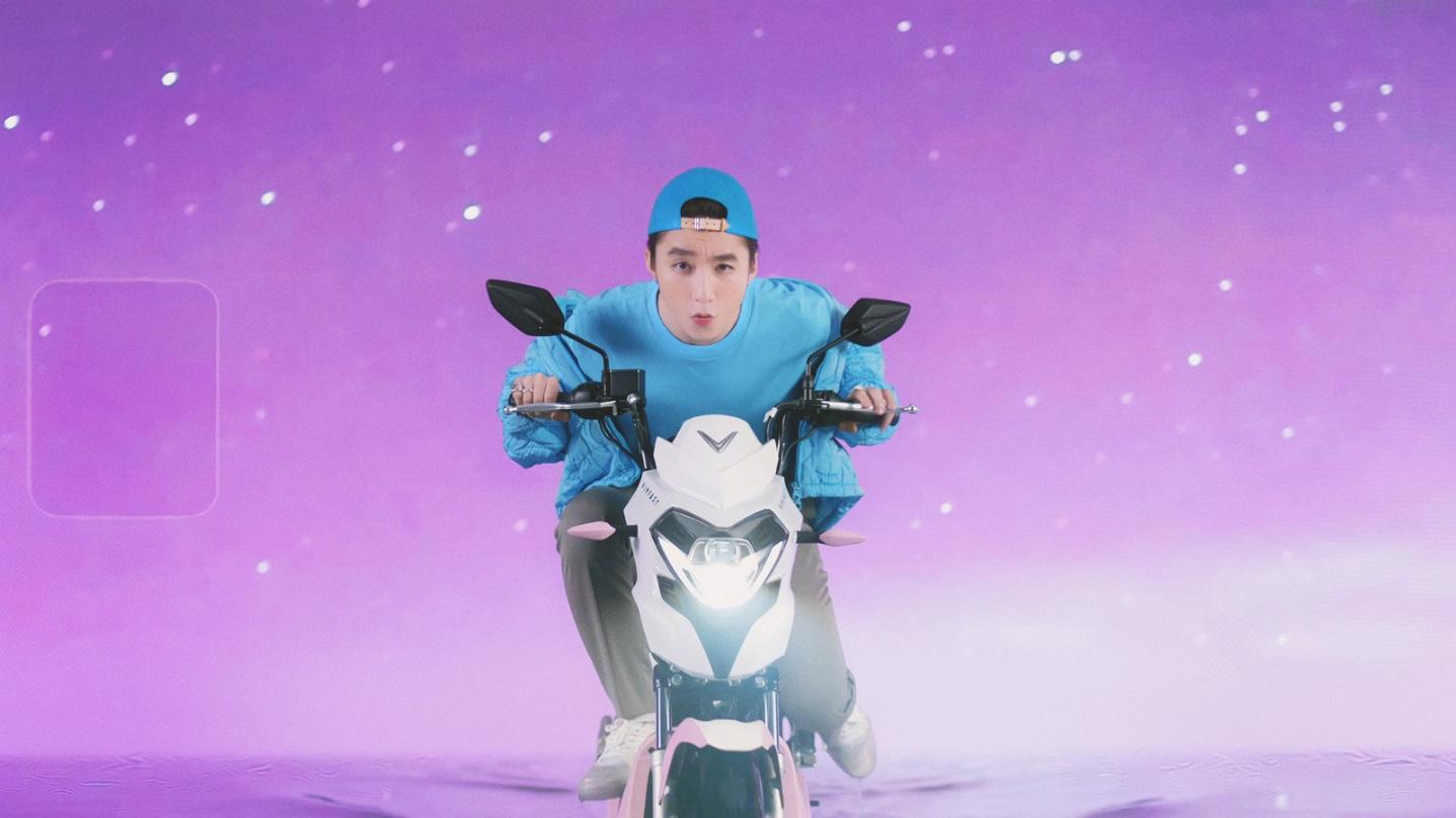 """Xe VinFast màu """"hường"""" gây sốt khi xuất hiện trong MV mới của Sơn Tùng M-TP - Ảnh 6."""