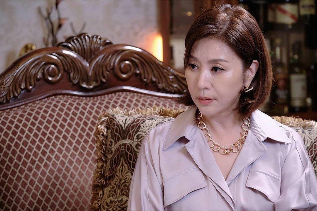 """Ngoài """"Thế giới hôn nhân"""", phim Hàn không thiếu những """"bà cả"""" U50 đứng lên báo thù vì bi kịch cuộc đời - Ảnh 4."""