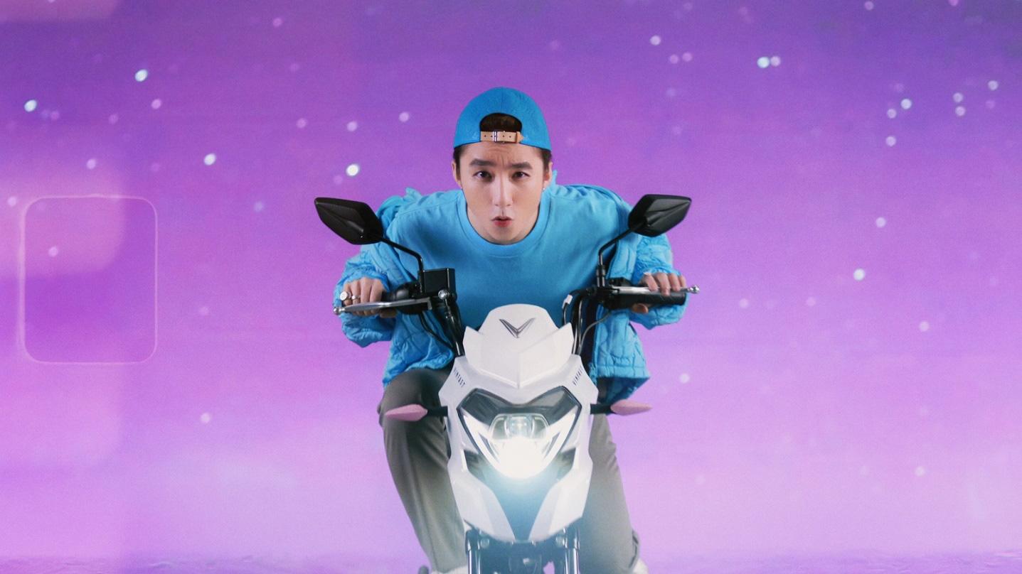 """Xe VinFast màu """"hường"""" gây sốt khi xuất hiện trong MV mới của Sơn Tùng M-TP - Ảnh 2."""