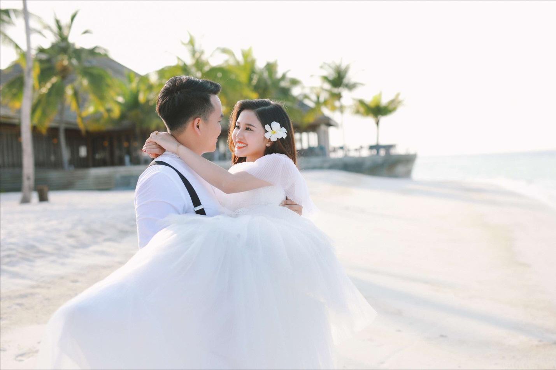 Bộ ảnh cưới 4 mùa bên nhau và cái kết viên mãn của 9 năm thanh xuân - Ảnh 4.
