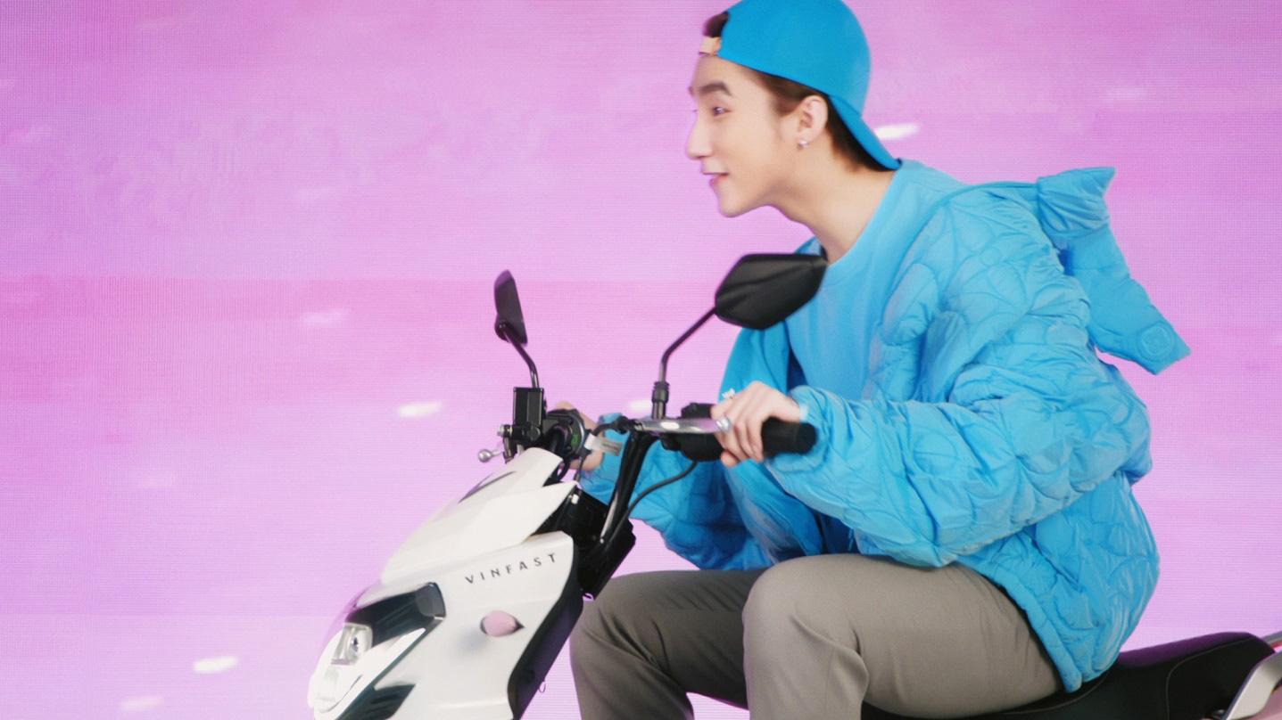 """Xe VinFast màu """"hường"""" gây sốt khi xuất hiện trong MV mới của Sơn Tùng M-TP - Ảnh 3."""