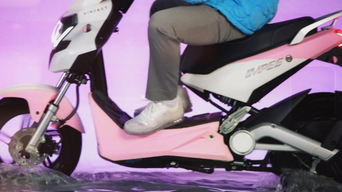 """Xe VinFast màu """"hường"""" gây sốt khi xuất hiện trong MV mới của Sơn Tùng M-TP - Ảnh 4."""
