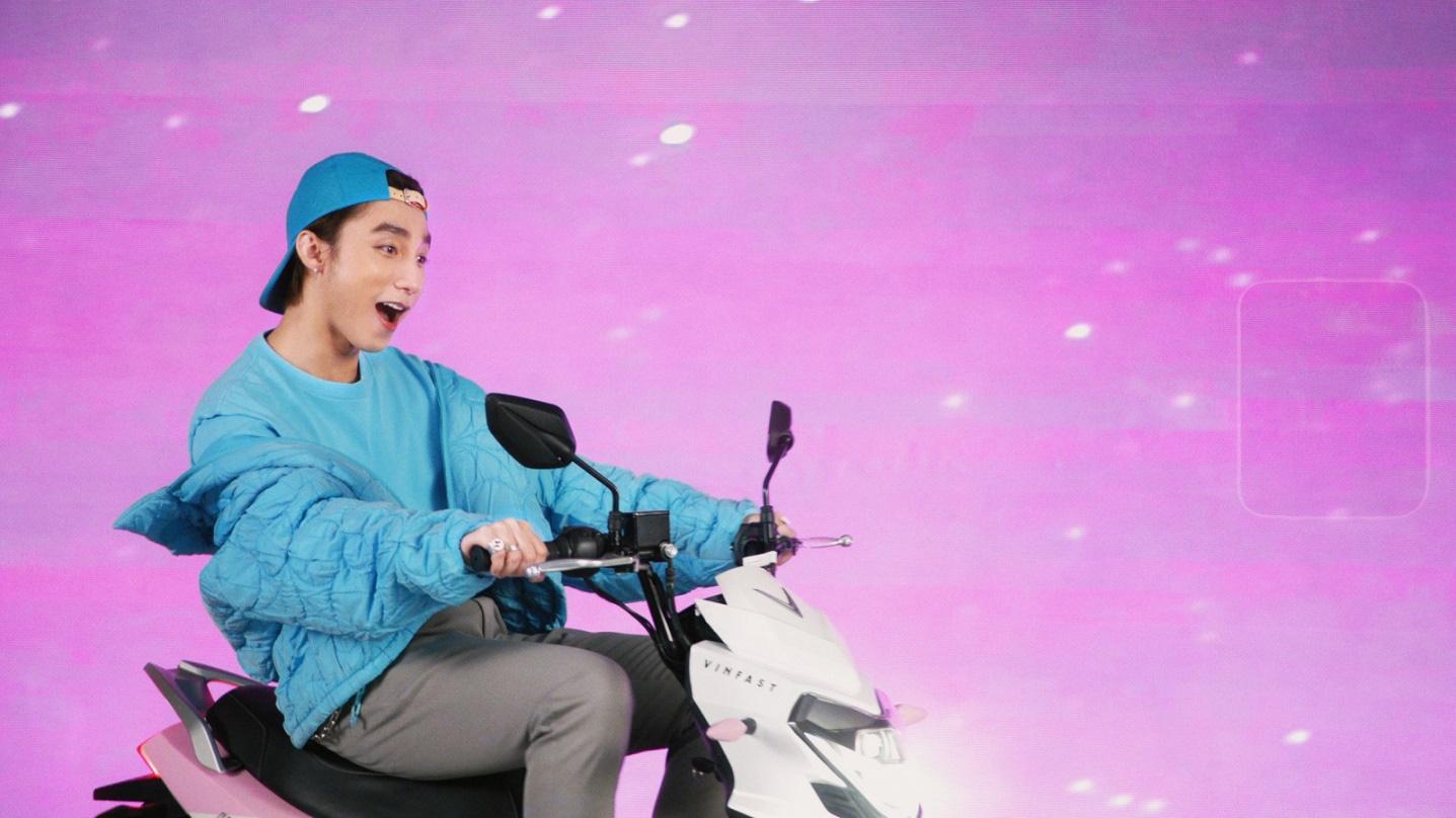"""Xe VinFast màu """"hường"""" gây sốt khi xuất hiện trong MV mới của Sơn Tùng M-TP - Ảnh 5."""
