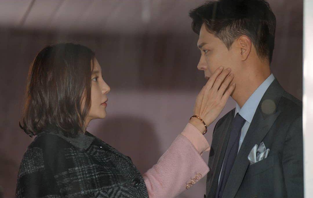"""Ngoài """"Thế giới hôn nhân"""", phim Hàn không thiếu những """"bà cả"""" U50 đứng lên báo thù vì bi kịch cuộc đời - Ảnh 9."""