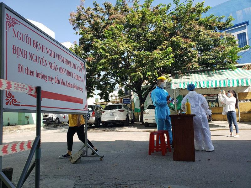 Tình nguyện viên Đà Nẵng chủ động kêu gọi người dân khai báo dịch tễ kịp thời - Ảnh 1.