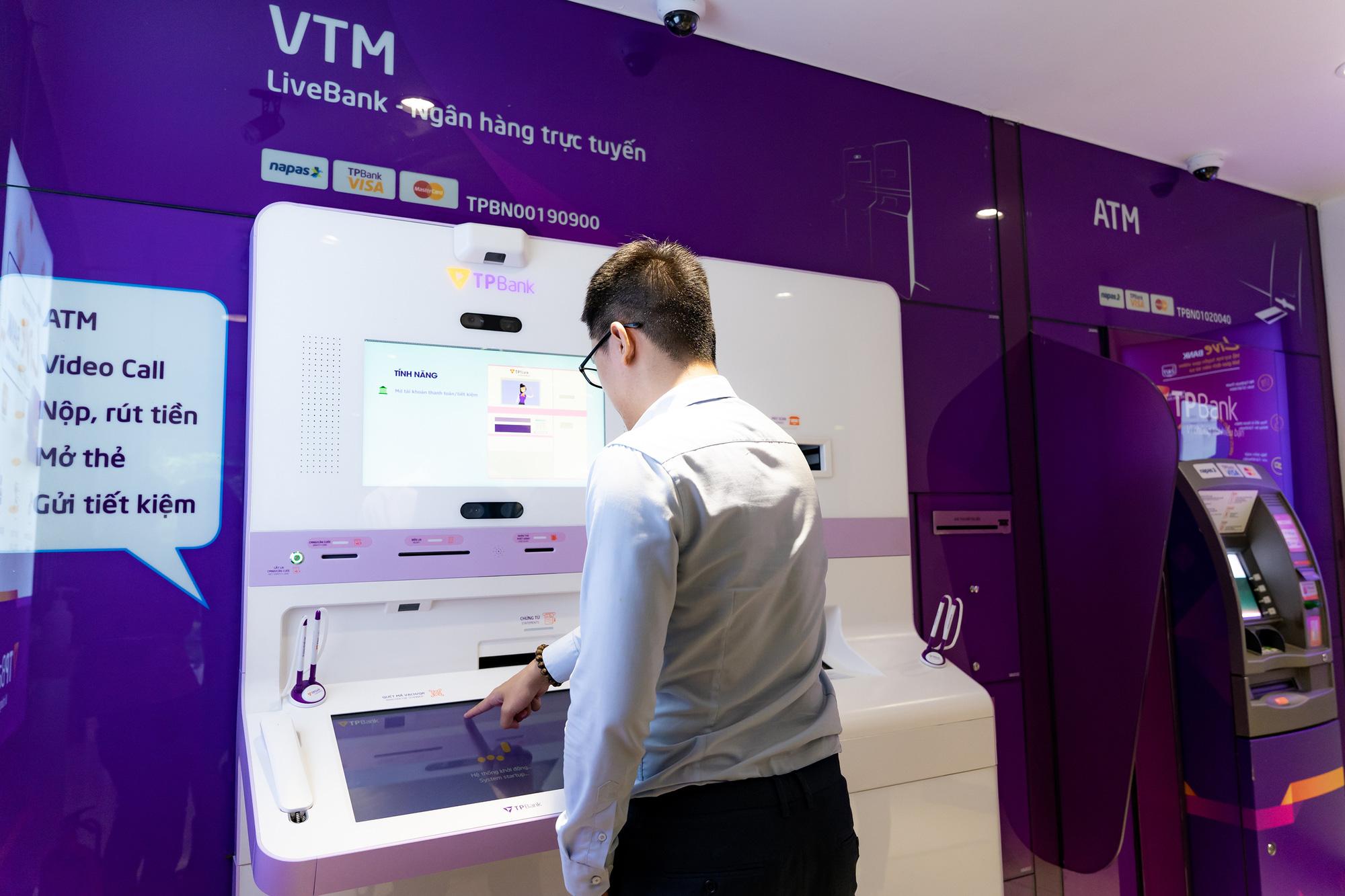 Một lần giao dịch là nhớ nhau cả đời - Khi công nghệ giúp khách hàng hứng thú với mọi dịch vụ ngân hàng - Ảnh 2.