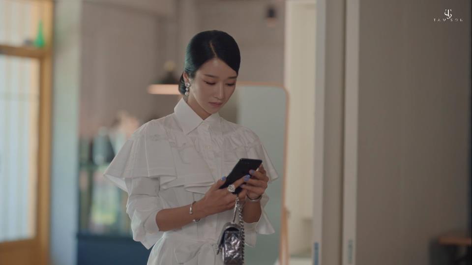 """Choáng toàn tập với loạt trang sức đáng giá gia tài tiền tỉ của điên nữ """"Điên Thì Có Sao"""" Seo Ye Ji - Ảnh 5."""