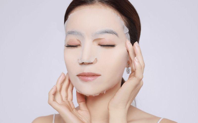 Đắp mặt nạ đúng cách để giữ mãi vẻ đẹp tuổi 18 - Ảnh 1.