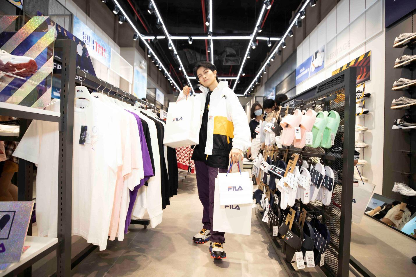 Gil Lê và dàn fashionista Sài thành tụ hội trong ngày FILA ra mắt cửa hàng đầu tiên tại Việt Nam - Ảnh 1.
