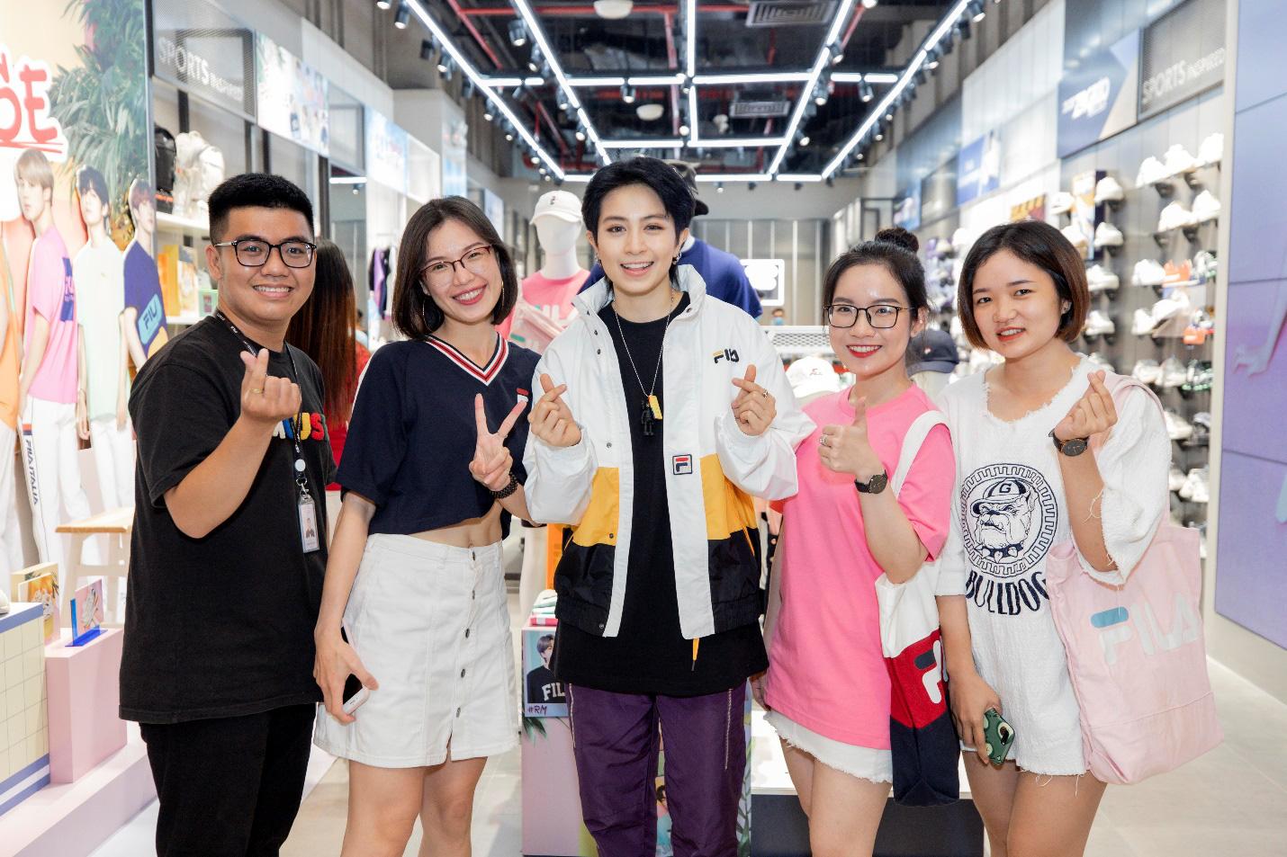 Gil Lê và dàn fashionista Sài thành tụ hội trong ngày FILA ra mắt cửa hàng đầu tiên tại Việt Nam - Ảnh 2.