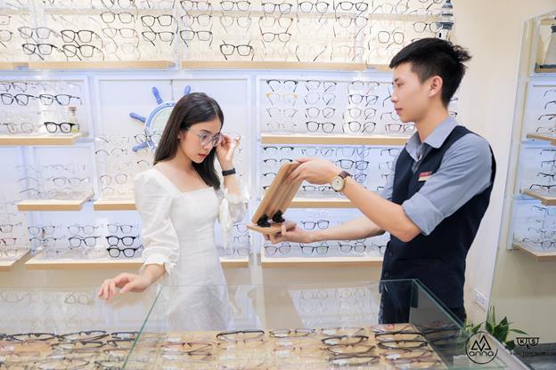 """Diễn viên Trần Vân trong """"Nhà Trọ Balanha"""" muôn vẻ đáng yêu cùng bộ sưu tập Kính Mắt Anna 2020 - Ảnh 2."""