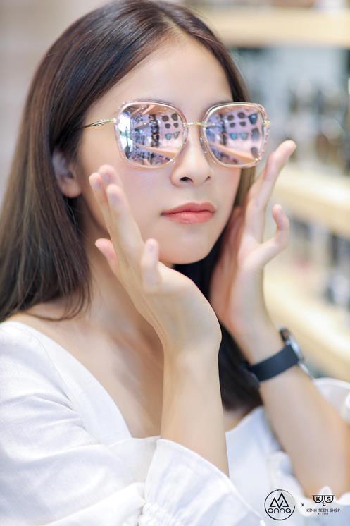 """Diễn viên Trần Vân trong """"Nhà Trọ Balanha"""" muôn vẻ đáng yêu cùng bộ sưu tập Kính Mắt Anna 2020 - Ảnh 5."""