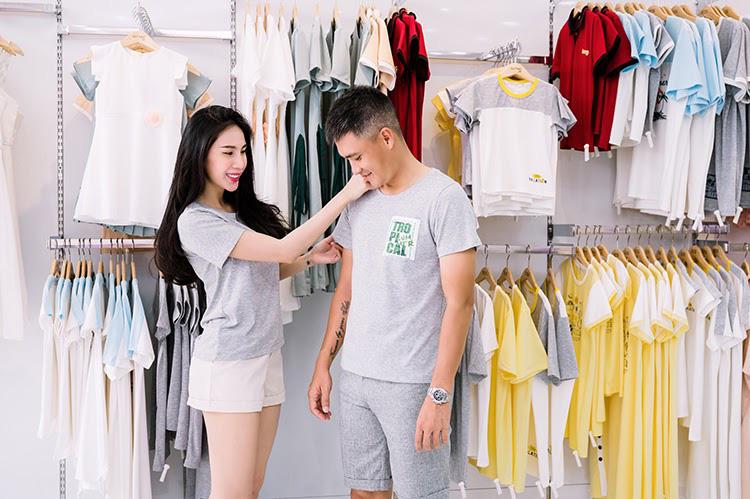 Vợ chồng Công Vinh và Thủy Tiên tình tứ đi mua sắm ngày cuối tuần - Ảnh 3.