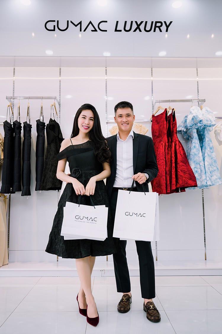 Vợ chồng Công Vinh và Thủy Tiên tình tứ đi mua sắm ngày cuối tuần - Ảnh 5.