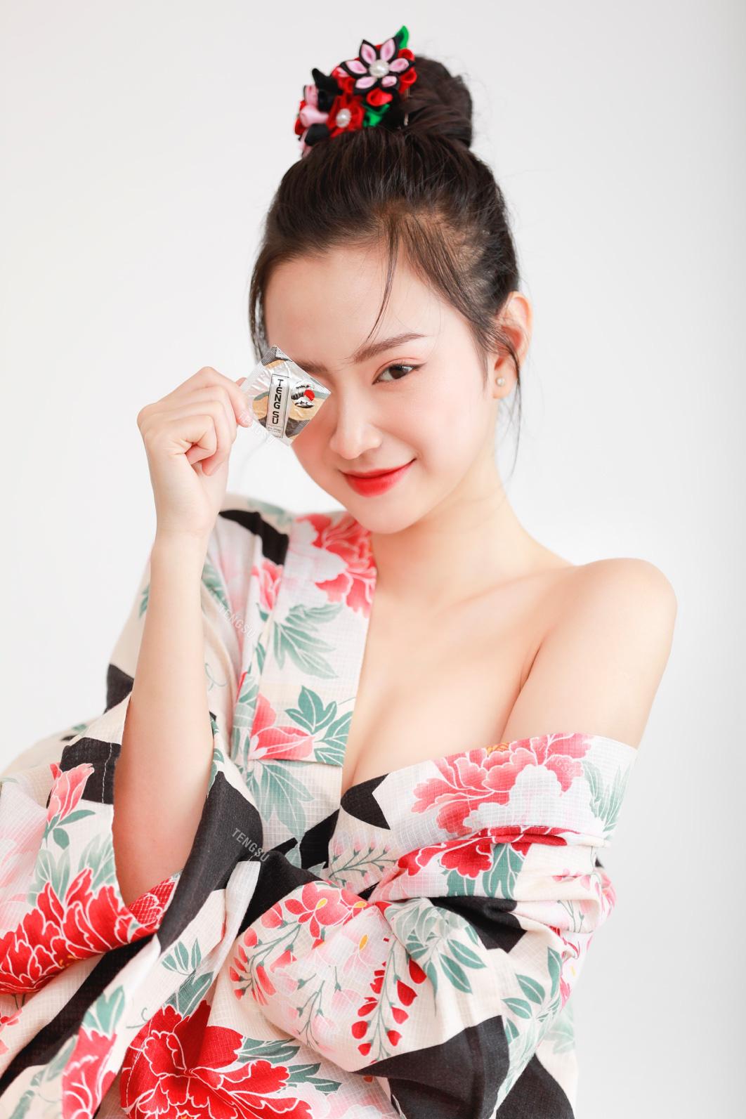 Bóng hồng streamer sinh năm 1999 lần đầu mặc kimono nóng bỏng, ai nấy đều ngỡ ngàng vì quá xinh - Ảnh 5.