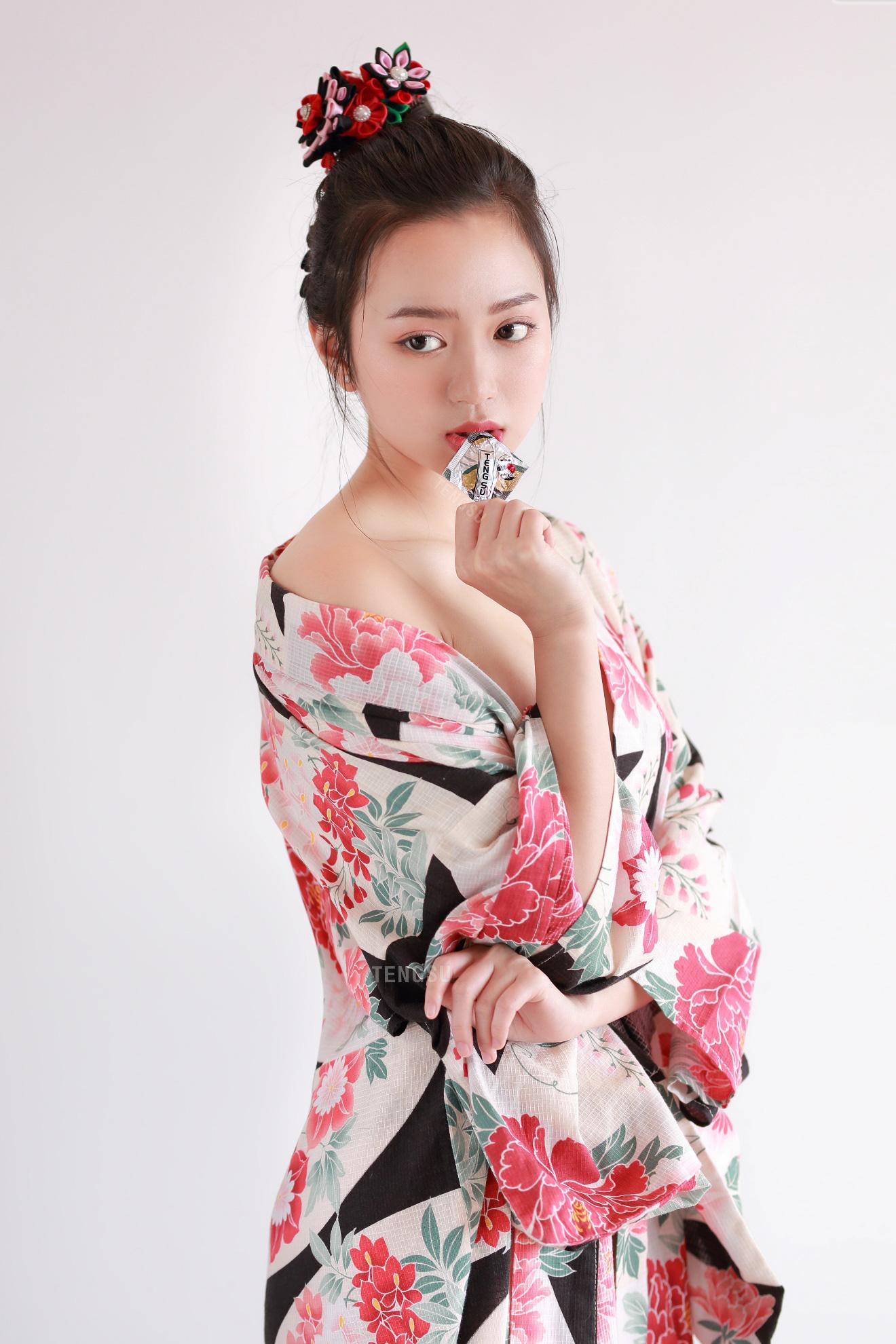 Bóng hồng streamer sinh năm 1999 lần đầu mặc kimono nóng bỏng, ai nấy đều ngỡ ngàng vì quá xinh - Ảnh 6.