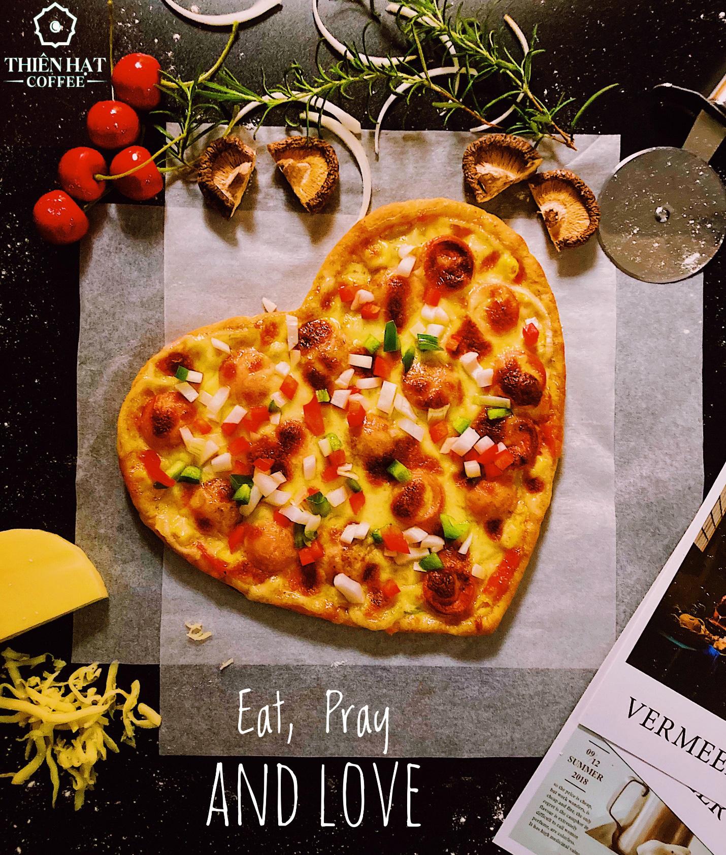 Quá sức độc đáo với bánh pizza hình trái tim và ngôi sao tại Thiên Hạt Coffee, đẹp khiến không nỡ ăn - Ảnh 2.