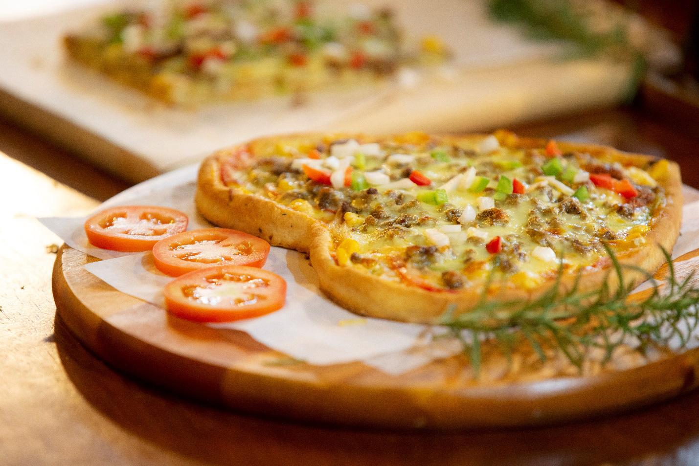 Quá sức độc đáo với bánh pizza hình trái tim và ngôi sao tại Thiên Hạt Coffee, đẹp khiến không nỡ ăn - Ảnh 3.