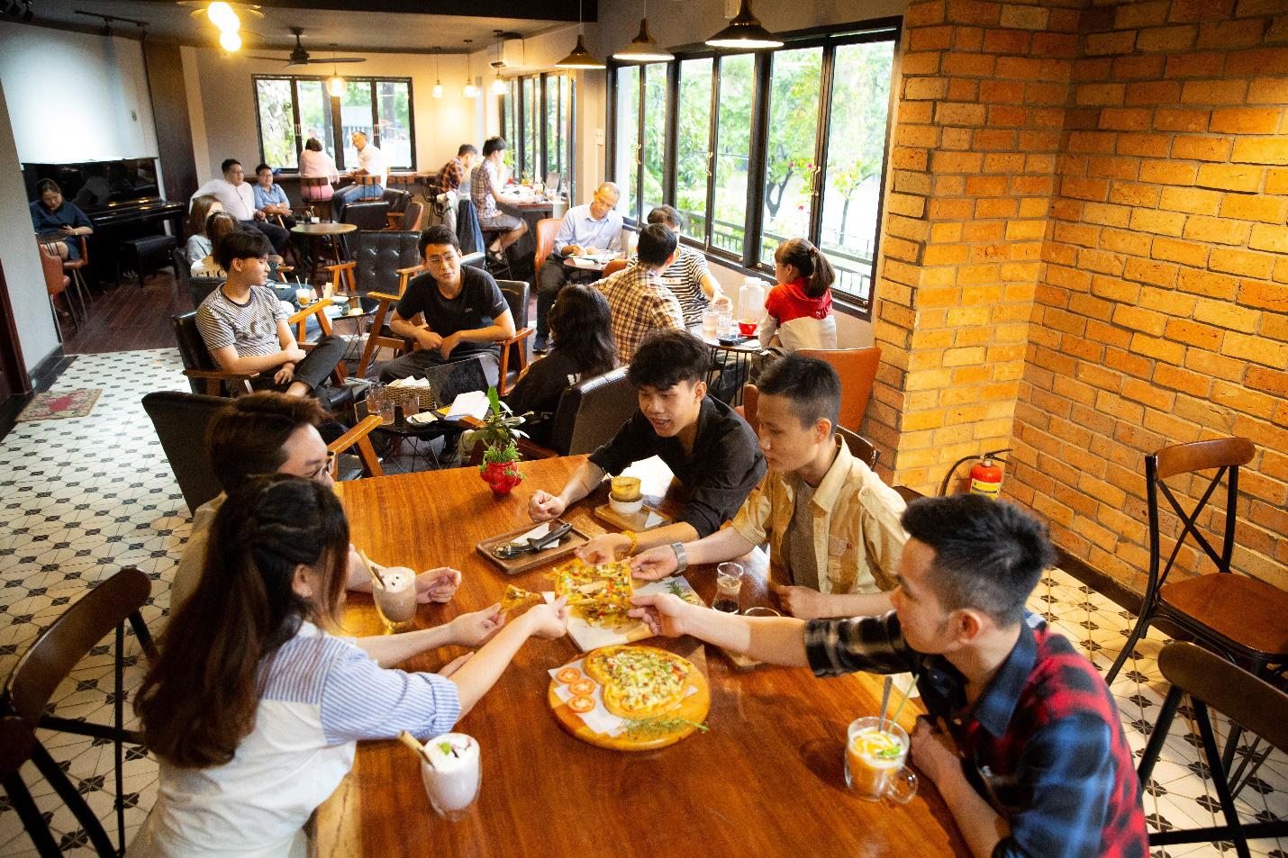 Quá sức độc đáo với bánh pizza hình trái tim và ngôi sao tại Thiên Hạt Coffee, đẹp khiến không nỡ ăn - Ảnh 4.