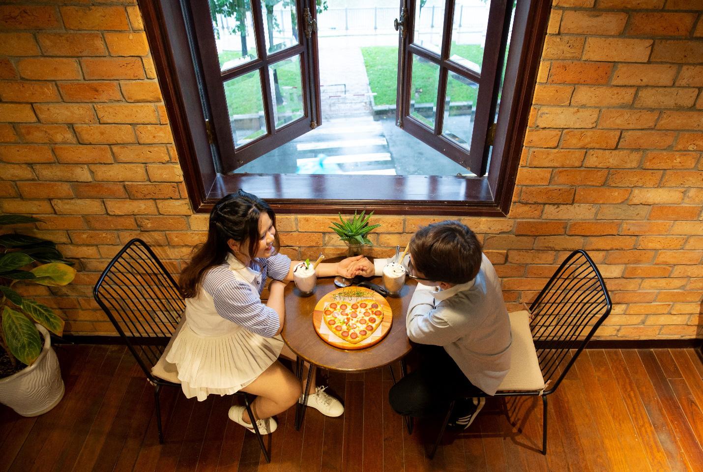 Quá sức độc đáo với bánh pizza hình trái tim và ngôi sao tại Thiên Hạt Coffee, đẹp khiến không nỡ ăn - Ảnh 5.