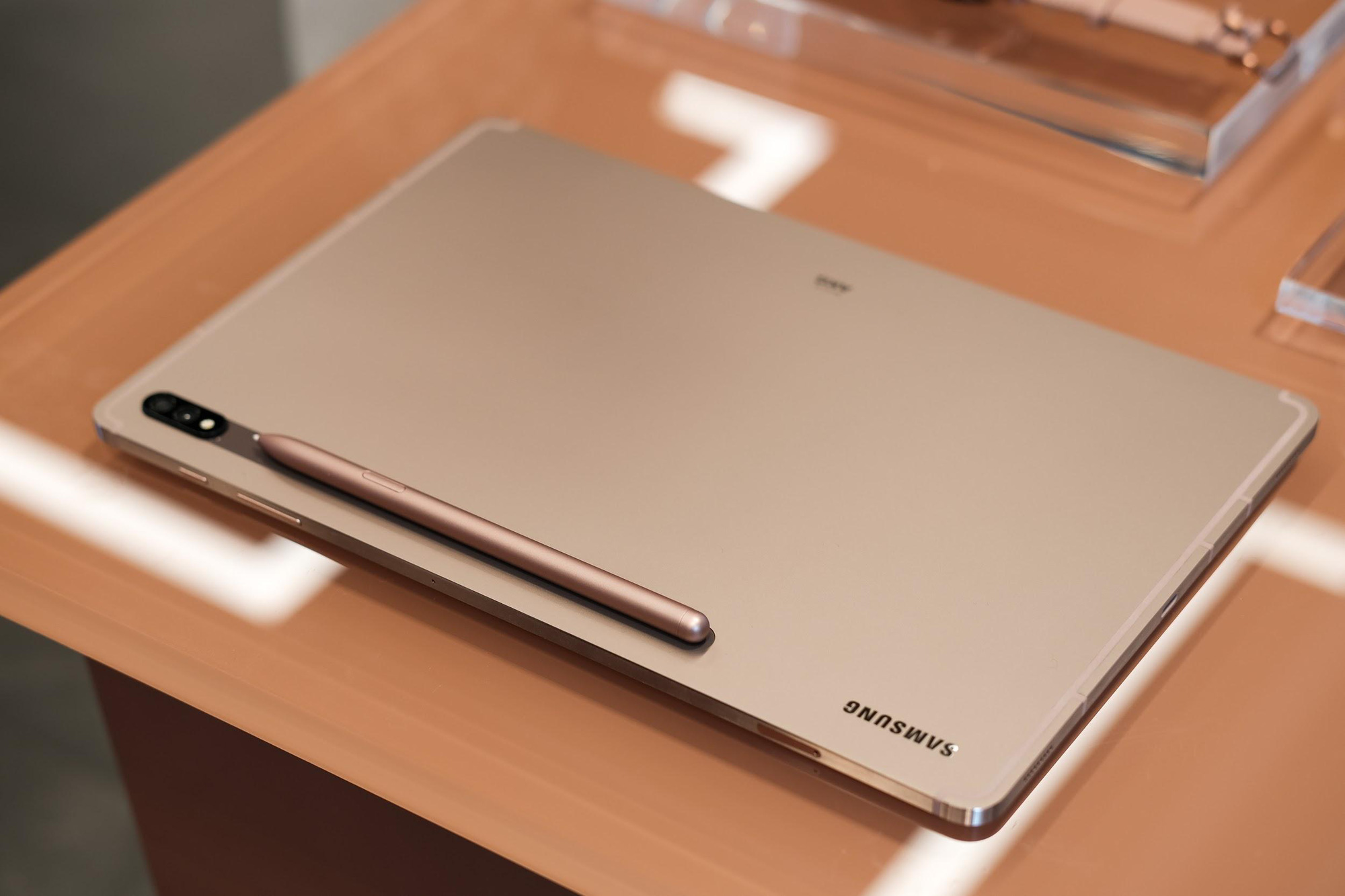Tận hưởng phong cách làm việc như triệu phú cùng Galaxy Tab S7/S7+ - Ảnh 1.