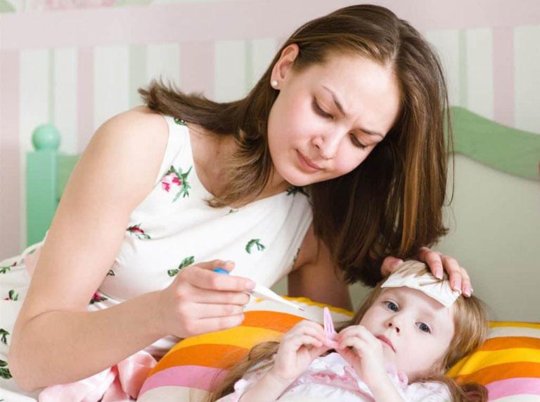 Lưu ý khi chọn miếng dán hạ sốt cho trẻ - Ảnh 1.