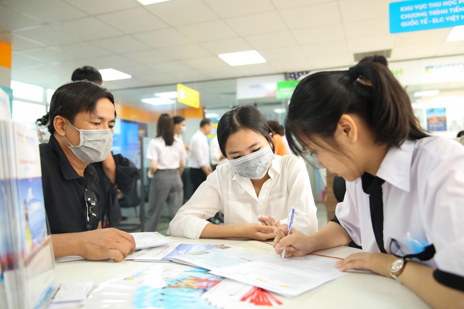 Nhiều thí sinh chọn nhập học trước khi biết kết quả xét tuyển theo điểm thi tốt nghiệp THPT - Ảnh 1.