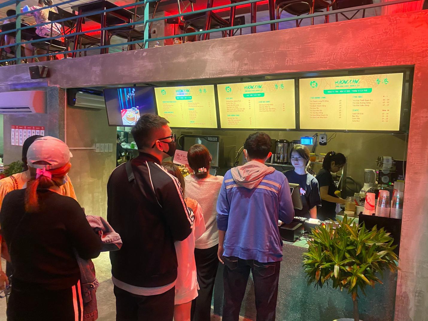 Kỳ lạ dân Sài Gòn nửa đêm xếp hàng ăn món Hoa - Ảnh 1.
