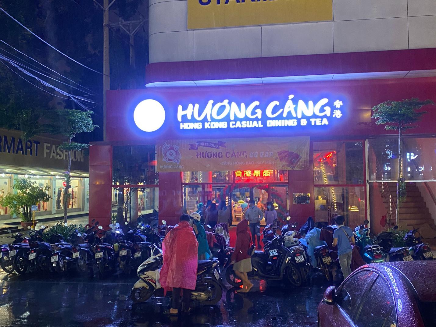 Kỳ lạ dân Sài Gòn nửa đêm xếp hàng ăn món Hoa - Ảnh 2.