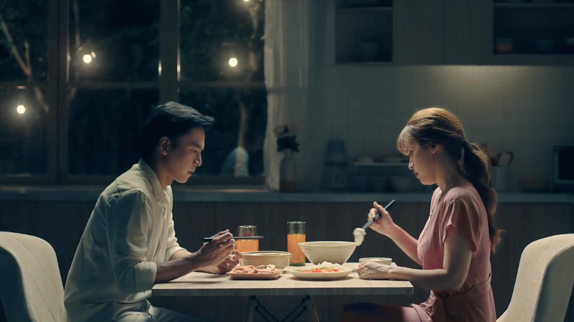 Tú Vi - Văn Anh: Của bền tại người. Tình cảm vợ chồng lâu năm cũng vậy - Ảnh 1.