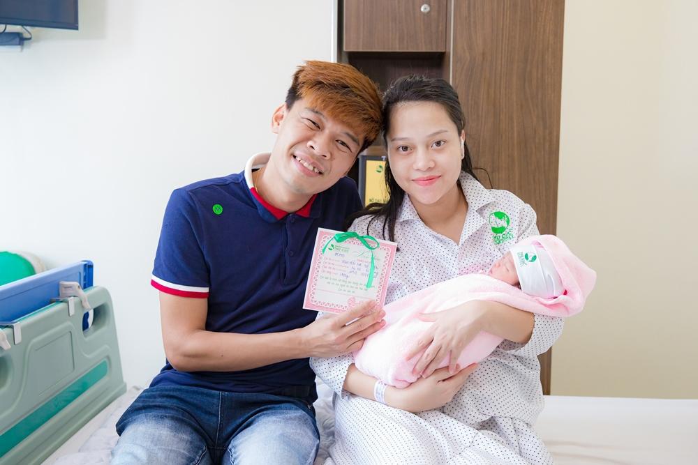 Lộ diện con gái đáng yêu của vợ chồng diễn viên Trung Ruồi, chào đời đúng mùa dịch Covid-19 - Ảnh 1.