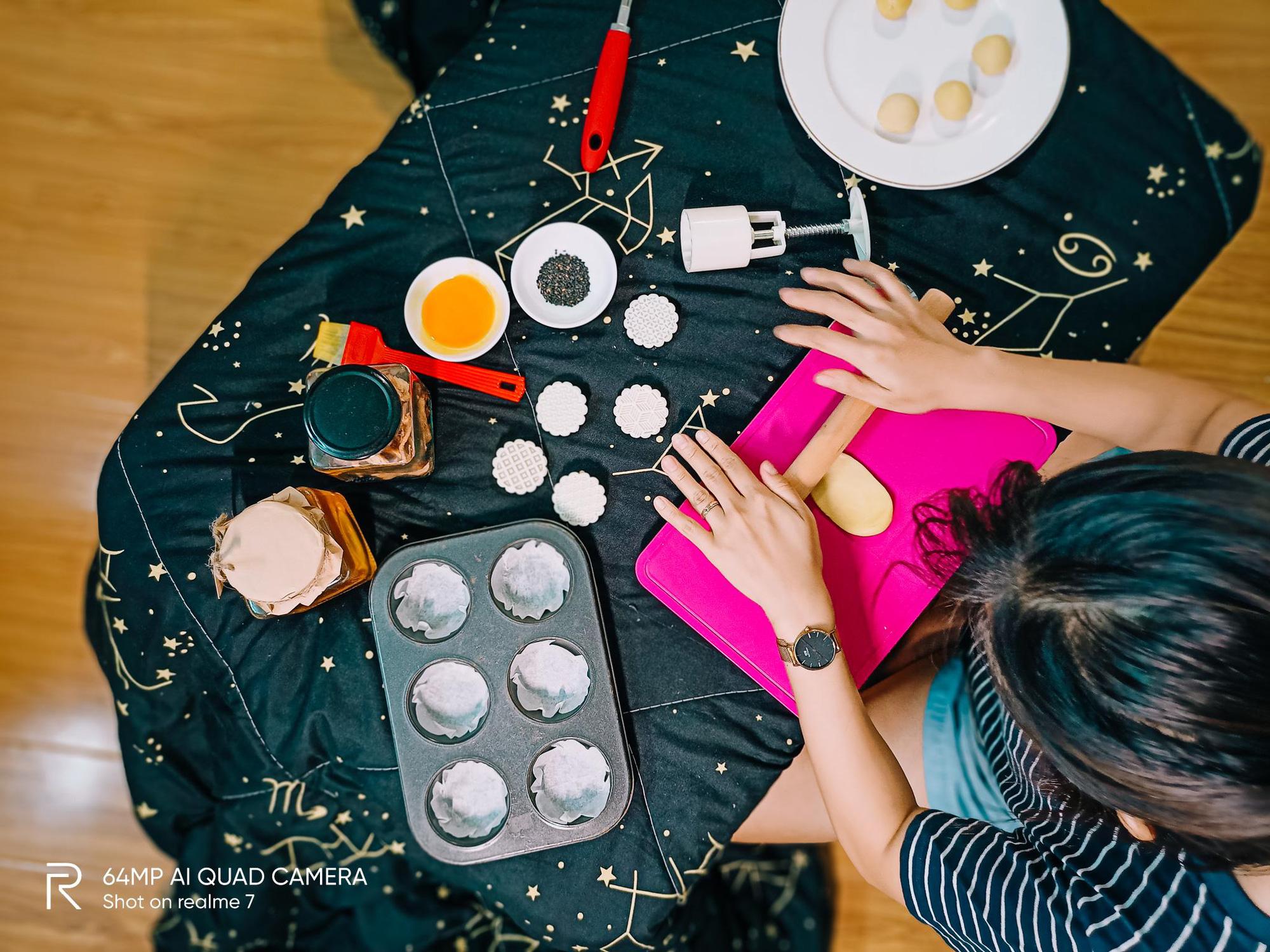 """Bật mí công thức làm bánh Trung thu trứng muối tan chảy """"homemade"""" - Ảnh 1."""