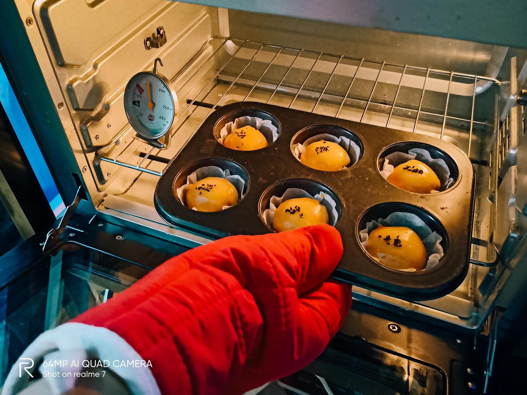 """Bật mí công thức làm bánh Trung thu trứng muối tan chảy """"homemade"""" - Ảnh 11."""
