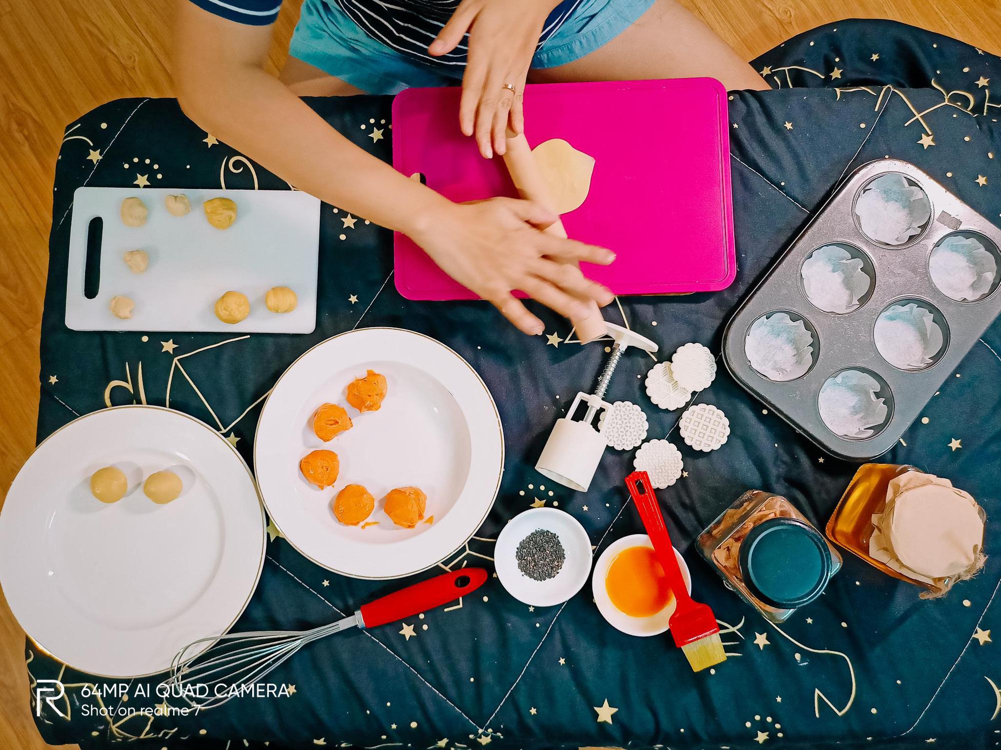 """Bật mí công thức làm bánh Trung thu trứng muối tan chảy """"homemade"""" - Ảnh 3."""