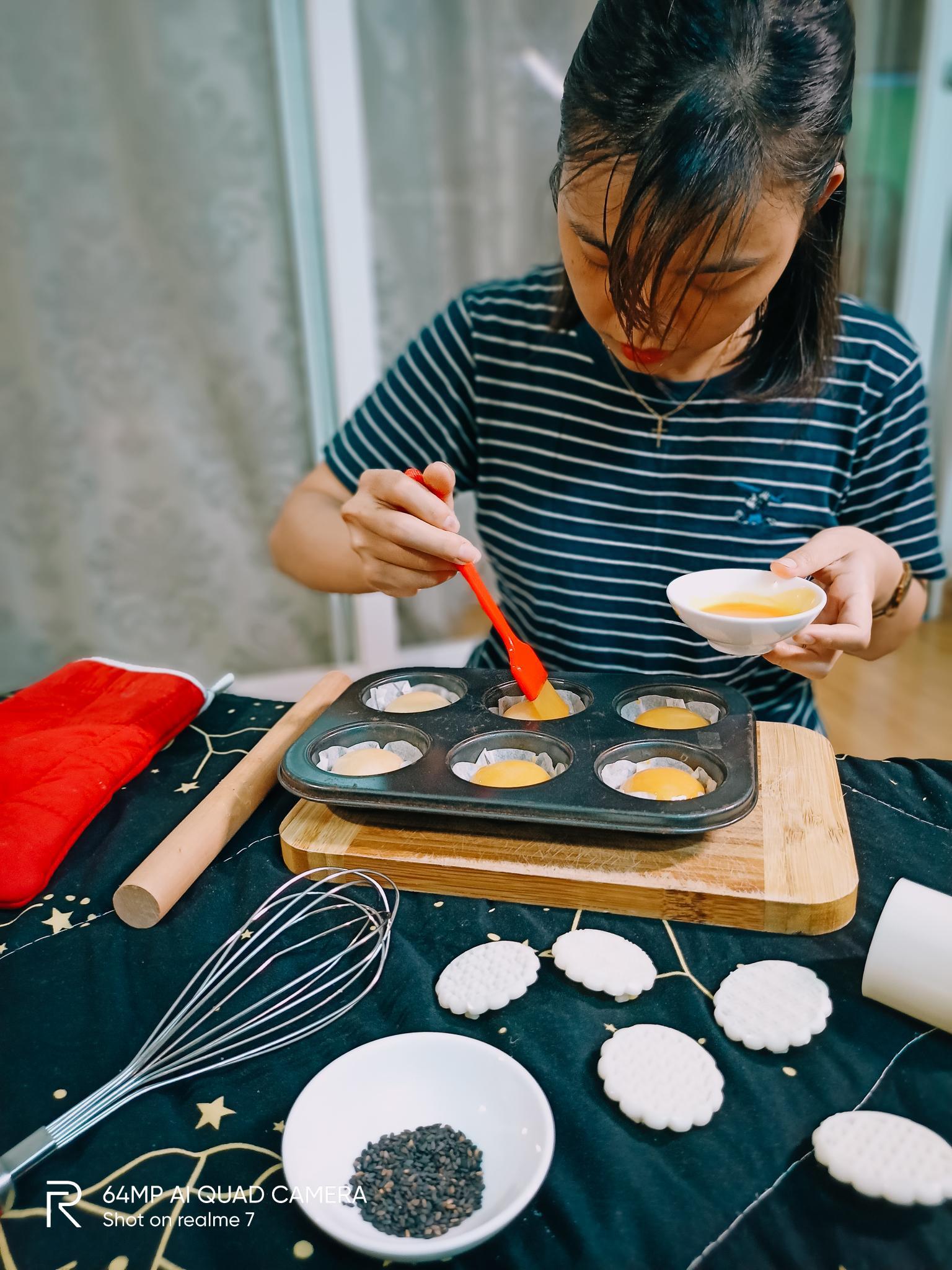 """Bật mí công thức làm bánh Trung thu trứng muối tan chảy """"homemade"""" - Ảnh 9."""