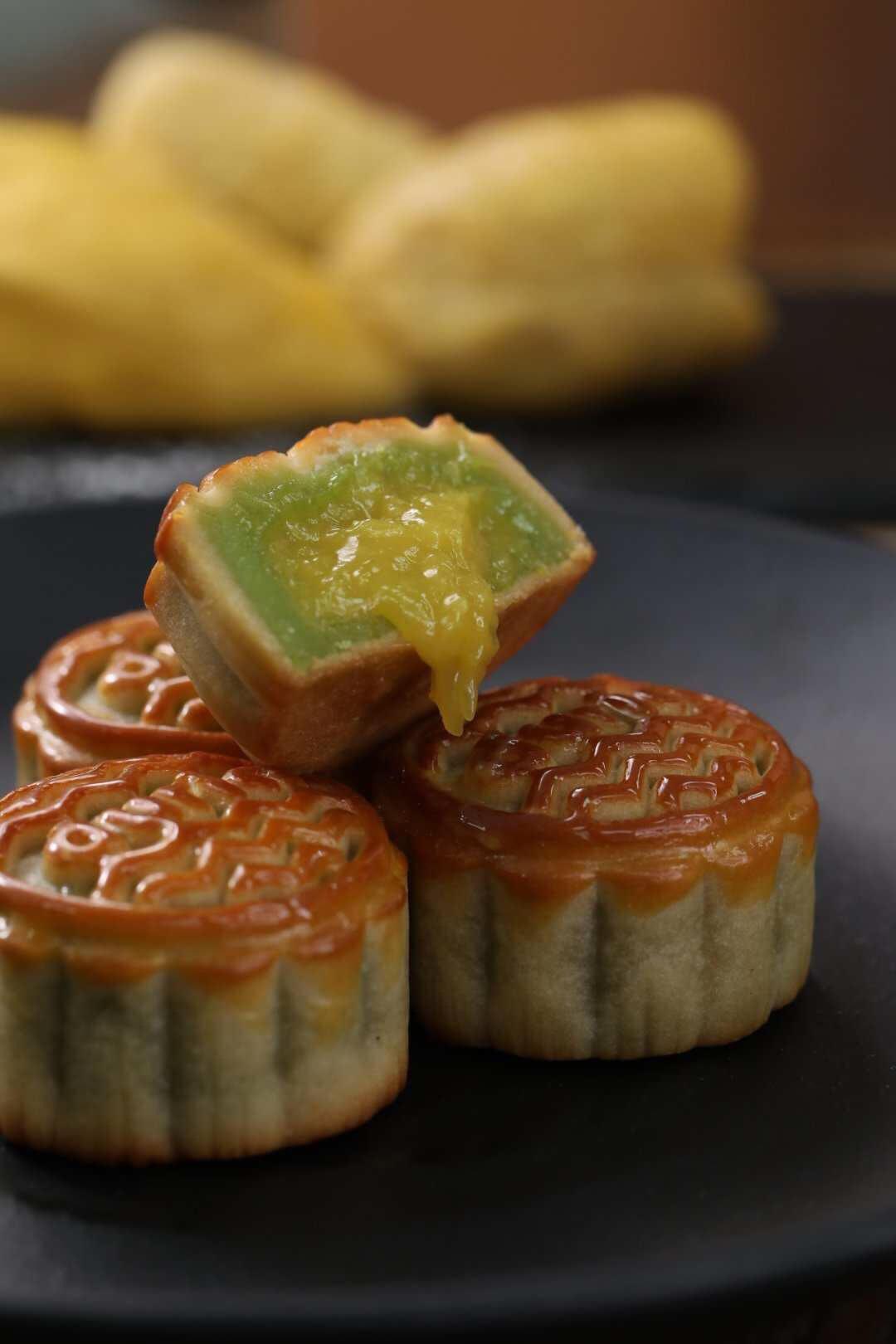 Sốt xình xịch với bánh Trung thu lava sầu riêng Musang King đến từ Malaysia - Ảnh 1.