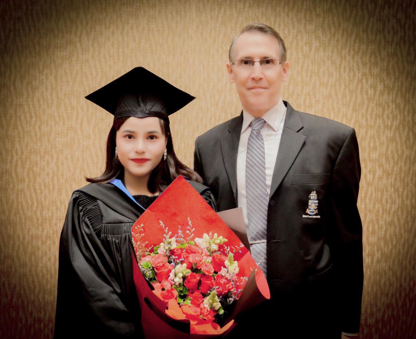 Chân dung cô bạn tài năng vừa học Thạc sĩ tại trường đại học top 2% thế giới vừa kinh doanh từ xa - Ảnh 2.