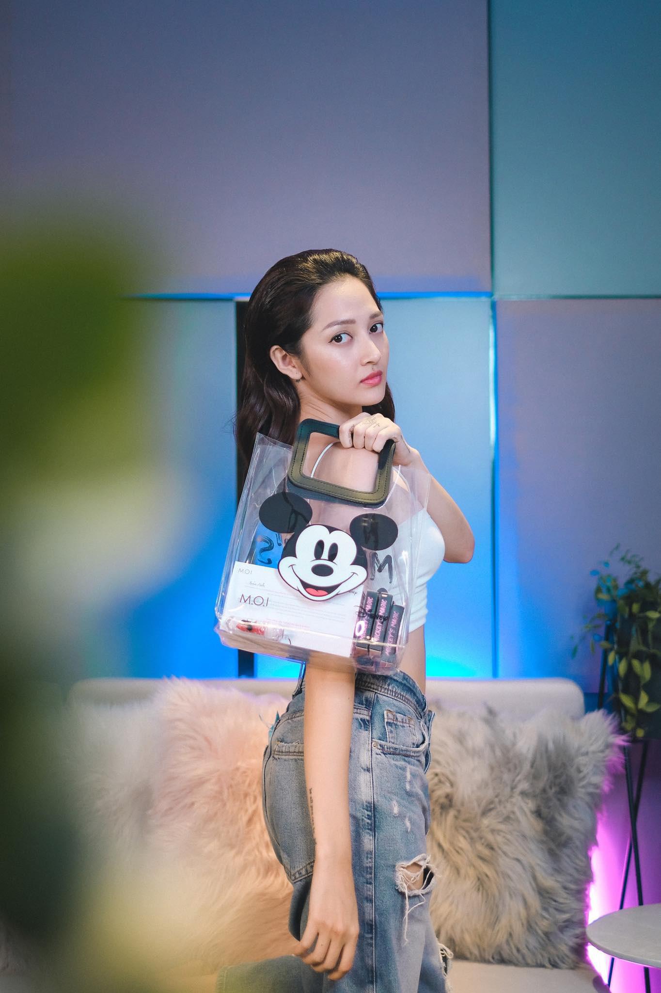 Vì sao BST son phấn M.O.I Cosmetics bắt tay với Disney của Hà Hồ lại khiến hàng loạt sao Việt thả tim ngập trời thế này? - Ảnh 4.