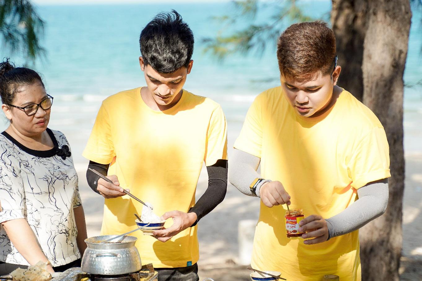 Mạc Văn Khoa cùng dàn nghệ sĩ học bí quyết làm gỏi sứa - lẩu sứa Bình Định ngon đúng điệu - Ảnh 3.
