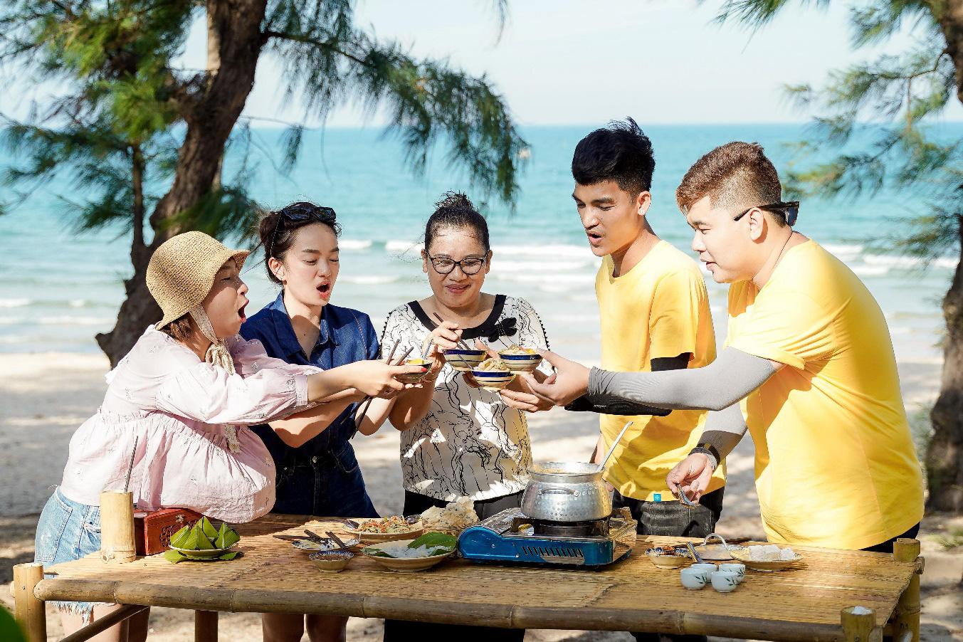 Mạc Văn Khoa cùng dàn nghệ sĩ học bí quyết làm gỏi sứa - lẩu sứa Bình Định ngon đúng điệu - Ảnh 4.